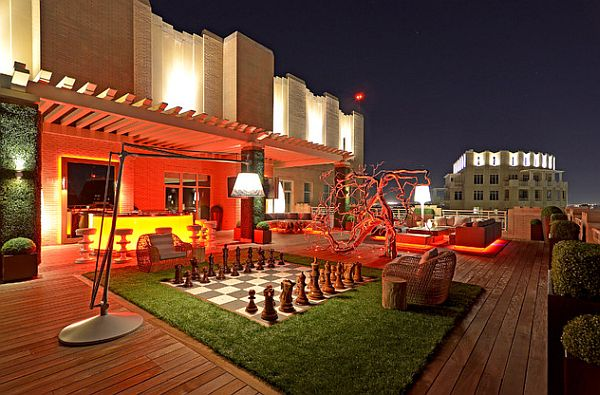 modern-rooftop-space-with-chess-board-patio